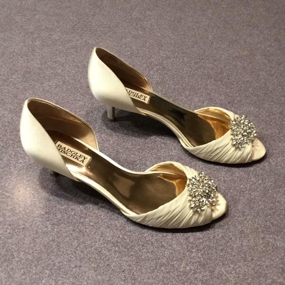 88f0ebf1aa4 Badgley Mischka Shoes - Badgley Mischka Caitlin Peep Toe Pump